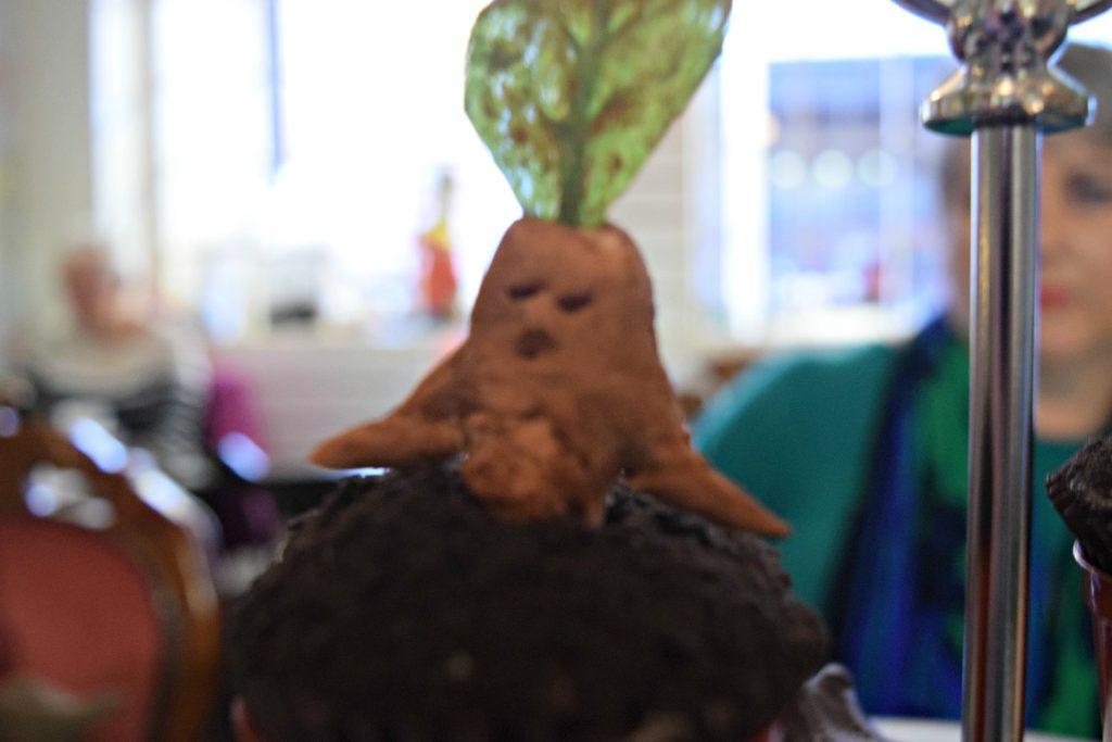 northern-niche-mandrake-cake